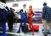 Fans dressed in Eva character costumes pose on a platform at JR Shin-Osaka Station in Osaka on May 13, 2018, ahead of the final run of West Japan Railway Co.'s 500 Type Eva Shinkansen bullet train. (Mainichi)