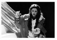 2007年に初来日公演を果たしたベルガモ・ドニゼッティ劇場の「ランメルモールのルチア」の一場面=東京文化会館で、林喜代種撮影