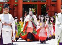 The heroine of the Aoi Matsuri festival arrives at Shimogamo Shrine in Kyoto's Sakyo Ward on May 15, 2018. (Mainichi)