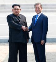 首脳会談の後、北朝鮮内の金正恩朝鮮労働党委員長の評価はV字回復した=韓国共同写真記者団