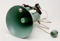 1954年当時の電気メガホン=TOA提供