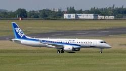 昨年のパリ航空ショーに展示したMRJ試験3号機(三菱航空機提供)
