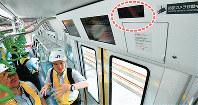 ドア上部に防犯カメラ(右上、点線内)が設置されている山手線のE235系通勤型車両=東京都品川区で2018年5月17日午前10時24分、竹内紀臣撮影