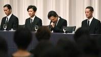 TOKIOの(右から)松岡昌宏さん、城島茂さん、国分太一さん、長瀬智也さん=5月2日、丸山博撮影