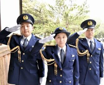 警察官採用試験:広がる「身長・...