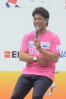 トークショーで東京五輪への意気込みを語った野球日本代表の稲葉監督=東京都江東区の豊洲公園で2018年5月19日、細谷拓海撮影