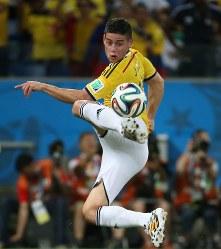 2014年 ブラジル大会:【コロンビア4―1日本】柔らかなボールさばきをするコロンビアのロドリゲス。通算6点で14年大会の得点王=ブラジル・クイアバで2014年6月24日、小出洋平撮影