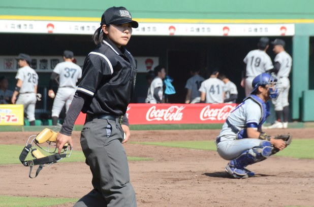 阪神大学野球:「プレー」女性審判員、1部球審デビュー - 毎日新聞