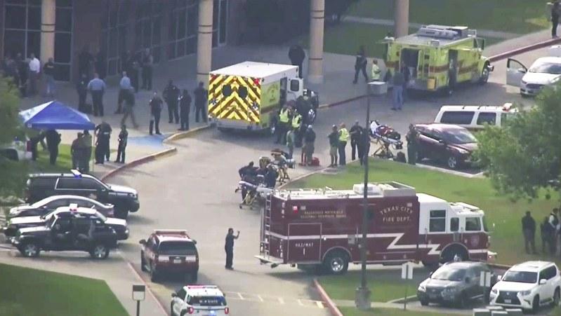 米テキサス:高校で乱射8人死亡 容疑者は生徒か | 毎日新聞
