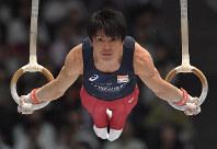 内村航平の吊り輪の演技=東京体育館で2018年5月20日、徳野仁子撮影