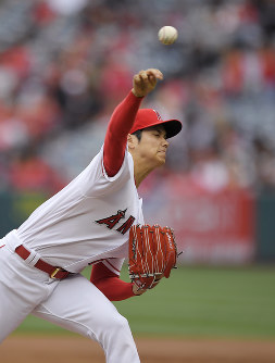 Los Angeles Angels starting pitcher Shohei Ohtani, of Japan, throws to the plate during the second inning of a baseball game against the Tampa Bay Rays, on May 20, 2018, in Anaheim, Calif. (AP Photo/Mark J. Terrill)