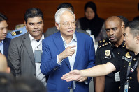 Former Malaysian Prime Minister Najib Razak, center, arrives at Anti-Corruption Agency for questioning in Putrajaya, Malaysia, on May 22, 2018. (AP Photo/Vincent Thian)