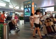 金正男氏殺害事件が起きたクアラルンプール国際空港第2ターミナル3階の出発ロビー=2017年10月26日、平野光芳撮影