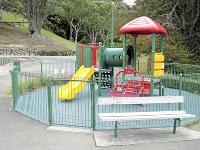 ニュージーランドの首都ウェリントンの遊び場。ベンチは遊具に背を向けて設置されている=小宮教授の著書「写真でわかる世界の防犯」(小学館)から