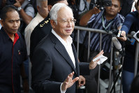 Former Malaysian Prime Minister Najib Razak, center, speaks to media as he leaves the Malaysian Anti-Corruption Commission (MACC) Office in Putrajaya, Malaysia, on May 24, 2018. (AP Photo/Vincent Thian)