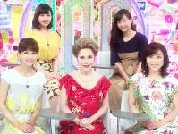 (後列左から)角谷暁子アナウンサー、藤本美貴(前列左から)安田美沙子、デヴィ夫人、松本明子