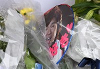 A paper fan with a photo of Hideki Saijo is seen dedicated at his funeral at Aoyama Funeral Hall in Minato Ward, Tokyo, on May 26, 2018. (Mainichi)