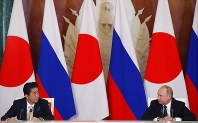 Russian President Vladimir Putin, right, and Japanese Prime Minister Shinzo Abe attend a joint news conference following their talks in Moscow, Russia, Saturday, May 26, 2018. (Grigory Dukor/Pool Photo via AP)