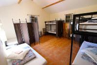 ドミトリー・タイプの部屋はこんな感じ。男女同室が多い