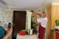 宿では郷土の名物料理が出ることも。これはチーズとジャガイモを使った「アリゴ」という料理