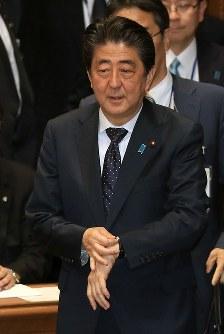 党首討論に臨む安倍晋三首相=国会内で2018年5月30日午後2時56分、梅村直承撮影