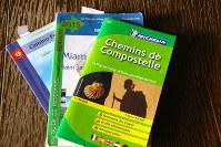 英語やフランス語で書かれたガイドブック。最近はネットの普及で日本でも入手しやすくなった