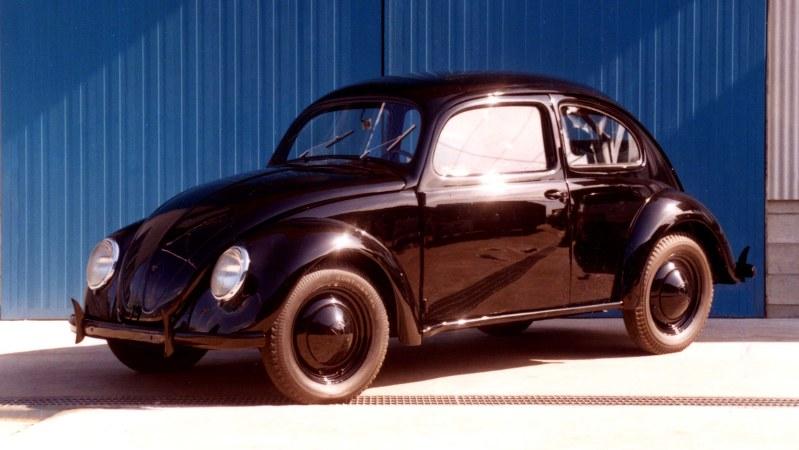 フォルクス・ワーゲン(VW)が1940年代に開発・市販したビートル形の第1期モデル車「タイプ60」=1990年7月9日撮影