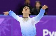 【平昌五輪】男子SPで、演技する羽生結弦=江陵アイスアリーナで2018年2月16日、手塚耕一郎撮影