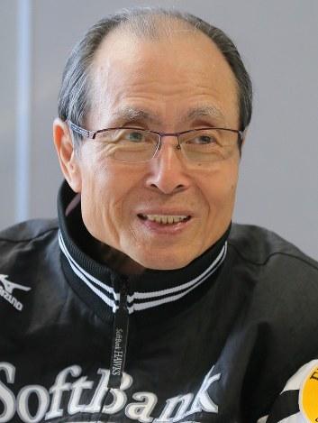 プロ野球:王貞治球団会長が60代...