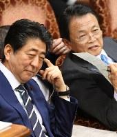 =国会内で3月、川田雅浩撮影