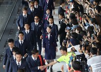 Japan national soccer team players head to the boarding gate for their flight to Austria, at Narita International Airport on June 2, 2018. (Mainichi)