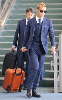 Keisuke Honda of the Japan national soccer team heads to the boarding gate for a flight to Austria, at Narita International Airport on June 2, 2018. (Mainichi)