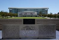 ロバート・ケネディ元司法長官が暗殺されたホテル跡地はケネディ氏の名前を冠した学校になっている=米ロサンゼルスで2018年6月2日、ルーベン・モナストラ撮影