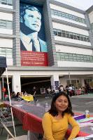ロバート・ケネディ元司法長官が暗殺されたホテル跡地の学校で学ぶ生徒=米ロサンゼルスで2018年6月2日、ルーベン・モナストラ撮影