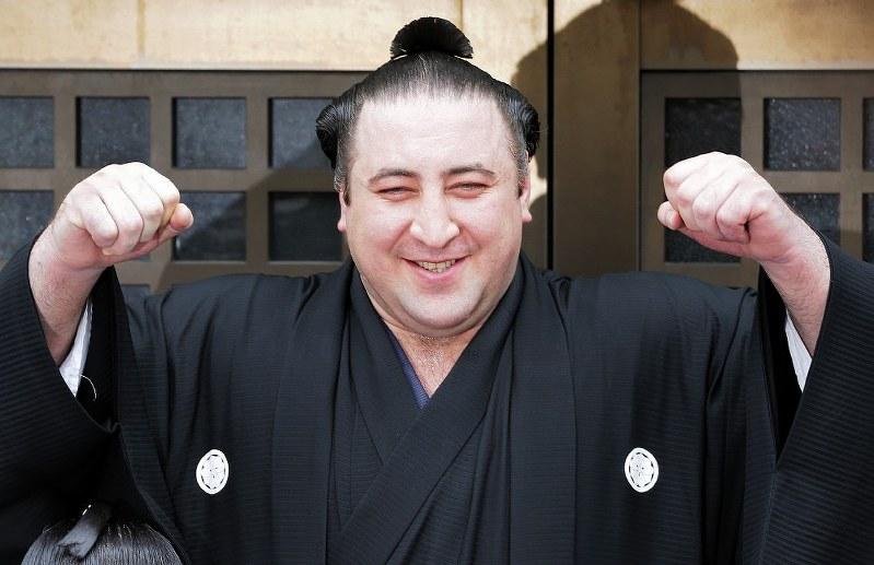 როგორ ერთობა ტოჩინოშინი იაპონელ სუმოისტთან ერთად (ვიდეო)