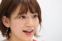「Jリーグ女子マネージャー」時代について語る佐藤美希さん=東京都目黒区で2018年5月、小座野容斉撮影