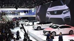 中国向けEVなどが並んだホンダの発表会=2018年4月25日、北京モーターショーで赤間清広撮影