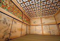 The Jorakuden San-no-ma, a third waiting area in the shogun's rooms, is seen in Nagoya Castle's rebuilt Honmaru Palace in Nagoya's Naka Ward, on June 4, 2018. (Mainichi)