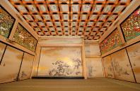 The Jorakuden Ni-no-ma, a secondary waiting room, is seen in Nagoya Castle's rebuilt Honmaru Palace in Nagoya's Naka Ward, on June 4, 2018. (Mainichi)