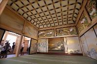 報道陣に公開された名古屋城本丸御殿の上洛殿=名古屋市中区で2018年6月4日午前9時24分、兵藤公治撮影