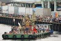 「つきじ獅子祭」で100年ぶりに復活した船渡御=東京都中央区で2018年6月8日、宮武祐希撮影