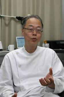 アトピー性皮膚炎の治療について解説する佐伯秀久・日本医大教授=野田武撮影