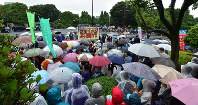Demonstrators brave the rain to call for the Abe Cabinet to resign, among other demands, in front of the Diet Building in Tokyo's Chiyoda Ward on June 10, 2018. (Mainichi)