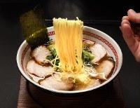 優しい味のスープと香ばしいチャーシューが人気の「炙(あぶ)りちゃーしゅーめん」=大阪市住吉区で、山田尚弘撮影