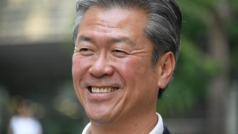 馬淵澄夫氏=根岸基弘撮影