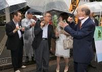 袴田巌さんの支援に集まった(右から)石川一雄さん、青木恵子さん、菅家利和さんら自らの冤罪を訴えてきた人たち=東京都千代田区で2018年6月11日午後0時17分、梅村直承撮影
