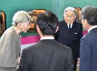 福島県訪問を終え、JR福島駅を出発される天皇、皇后両陛下=福島市で2018年6月11日午後5時6分(代表撮影)