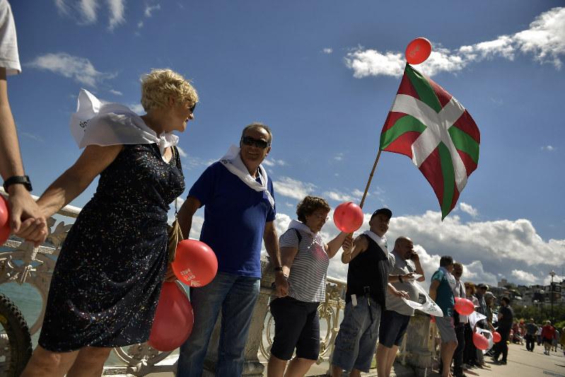 0e41de4d02 Spain  Thousands form human chain for Basque secession vote - The ...