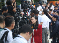 セントーサ島のカペラホテル前には世界各国のカメラが並び、早朝から取材活動が行われていた=シンガポールで2018年6月12日午前7時23分、佐々木順一撮影