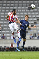 Japan's Naomichi Ueda, right, and Paraguay's Antonio Bareiro challenge for the ball during a friendly soccer match between Japan and Paraguay at Tivoli Stadium in Innsbruck, Austria, on Tuesday, June 12, 2018. (AP Photo/Kerstin Joensson)